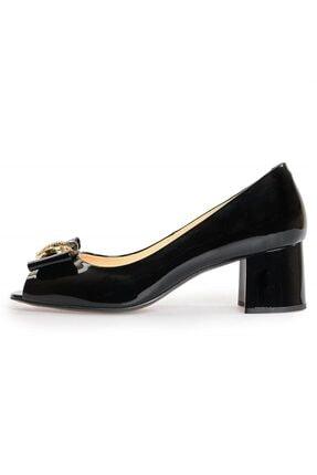 Flower Kadın Siyah Rugan Toka Detaylı Kalın Topuklu Ayakkabı