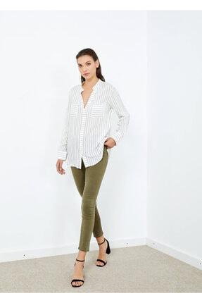 Adze Kadın Beyaz Çizgili V Yaka Gömlek