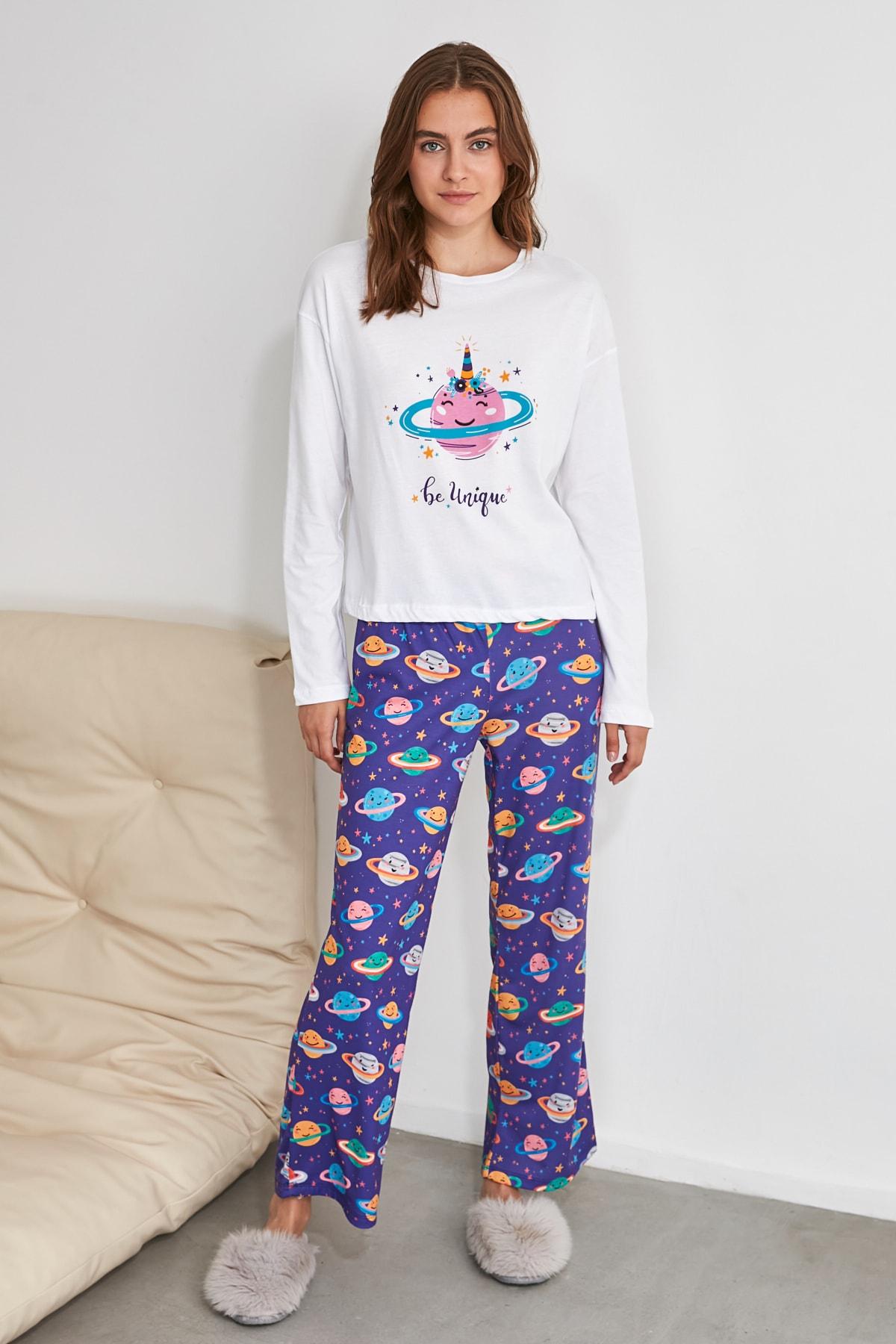 TRENDYOLMİLLA Galaksi Baskılı Örme Pijama Takımı THMAW21PT0320 1