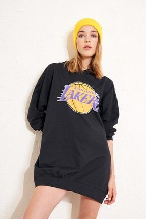 Eka Kadın Siyah Kapişonlu Lakers Baskılı Uzun Sweatshirt