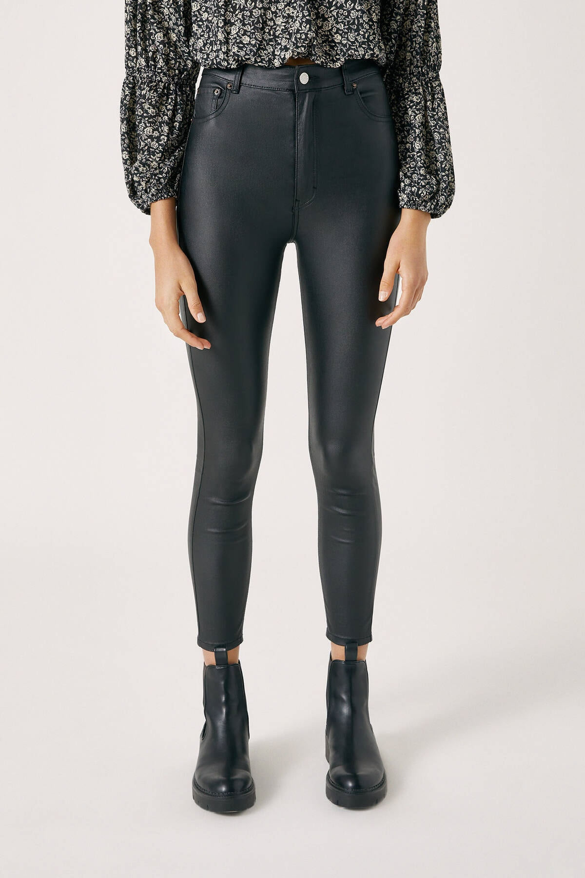 Pull & Bear Kadın Siyah High Waist Basic Jeans 09678311