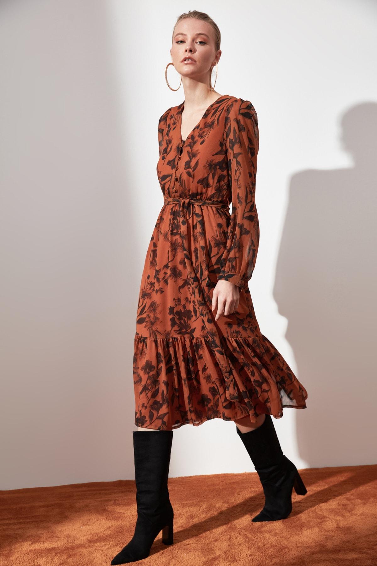 TRENDYOLMİLLA Camel Kuşaklı Desenli Elbise TWOAW21EL0384 1