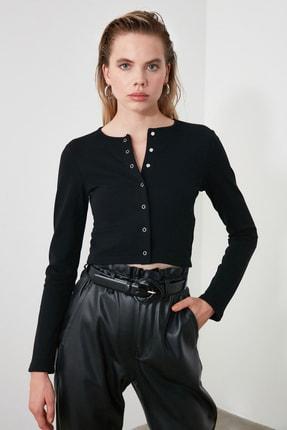 TRENDYOLMİLLA Siyah Çıtçıtlı Crop Örme Bluz TWOAW21BZ0128