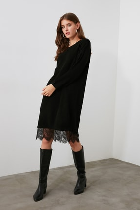 TRENDYOLMİLLA Siyah Dantel Detaylı Triko Elbise TWOAW20EL0030