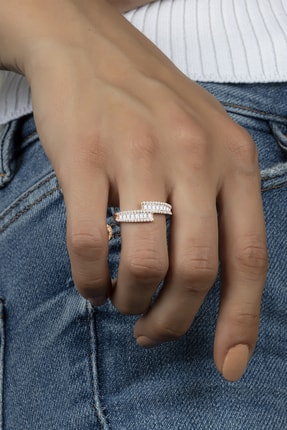 Else Silver Sıra Baget Taşlı Süzme Tasarım Gümüş Bayan Yüzüğü