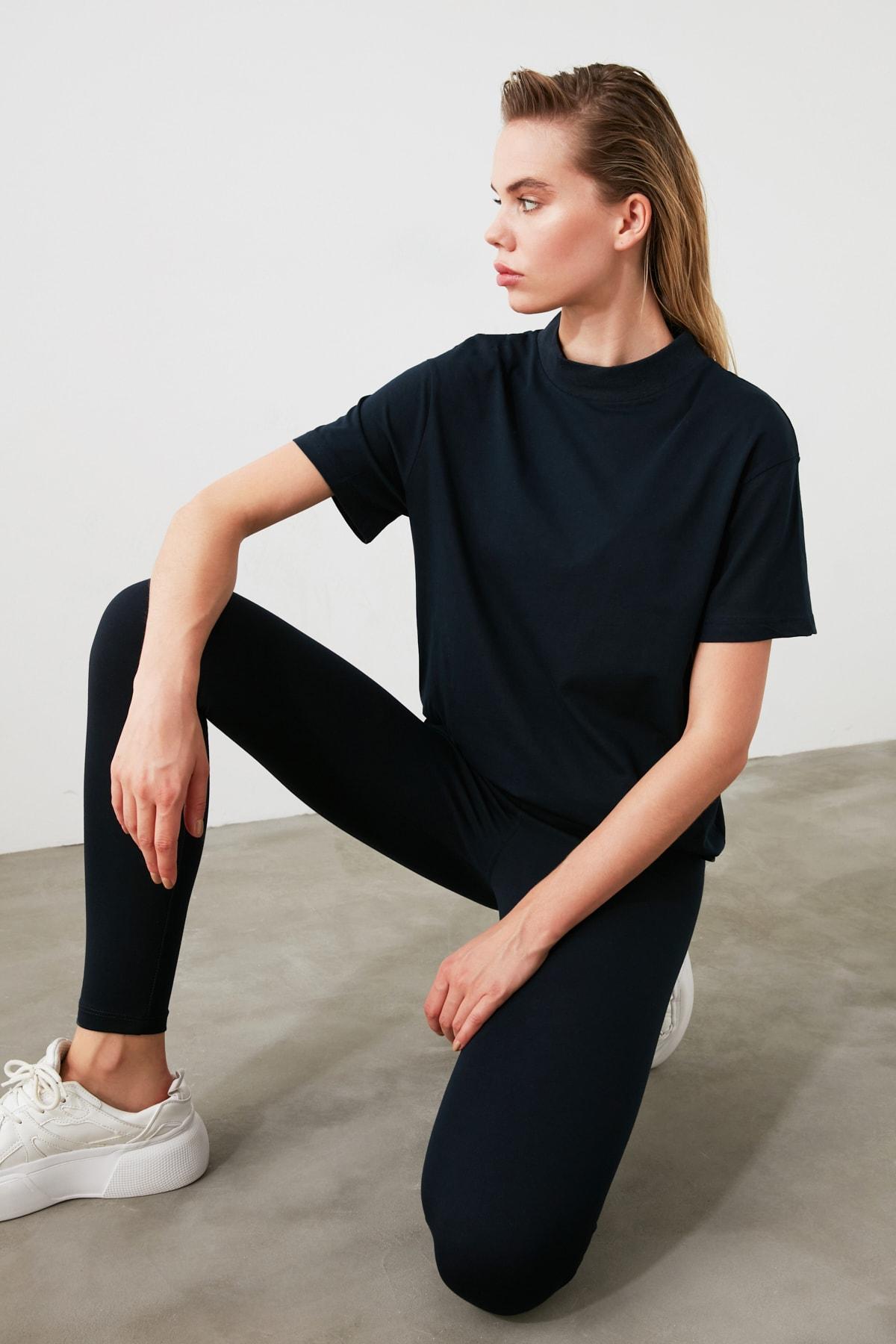 TRENDYOLMİLLA Lacivert Dik Yaka Basic Örme T-Shirt TWOAW20TS0096 2