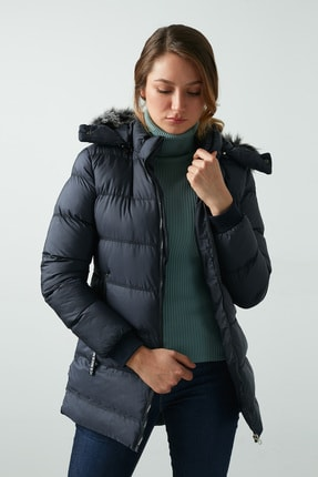 Lela Kadın Lacivert Yakası Suni Kürklü Çıkarılabilir Kapüşonlu Uzun Şişme Mont