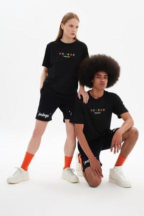 TRENDYOL MAN Siyah Unisex Regular Fit Nakışlı T-Shirt TMNSS21TS3381