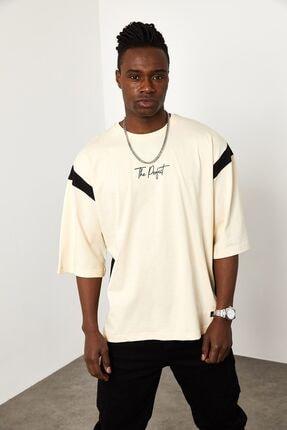 XHAN Erkek Ekru Şerit Detaylı Oversize T-shirt 1yxe1-44941-52