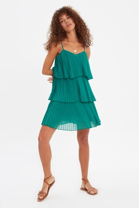TRENDYOLMİLLA Yeşil Piliseli Volanlı Elbise TWOSS21EL3030