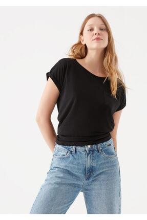 Mavi Cepli Siyah Basic Tişört