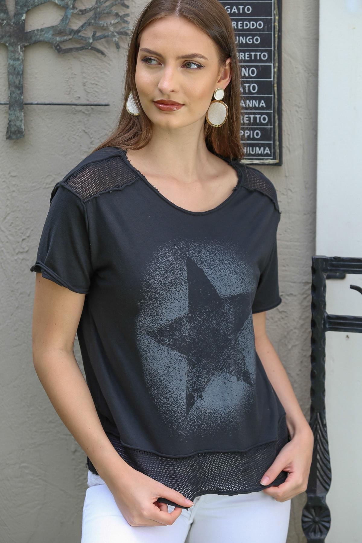 Chiccy Kadın Siyah Sıfır Yaka Omzu Ve Etek File Detaylı Yıldız Baskılı Yıkamalı T-Shirt M10010300TS98209