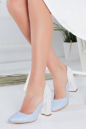 Radikal Turkuaz Cilt Beyaz Detaylı Topuklu Ayakkabı