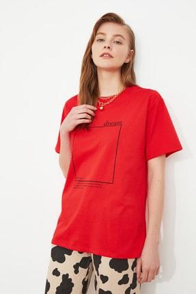 TRENDYOLMİLLA Kırmızı Baskılı Boyfriend Örme T-Shirt TWOSS20TS0755