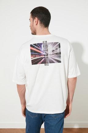 TRENDYOL MAN Ekru Erkek Oversize Bisiklet Yaka Kısa Kollu Baskılı T-Shirt TMNSS21TS0960