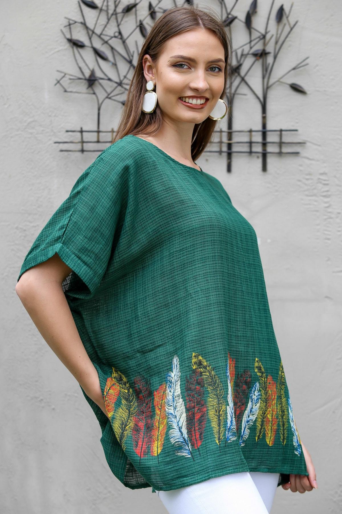 Chiccy Kadın Yeşil Sıfır Yaka Etek Ucu Tüy Baskılı Oversize Kısa Kollu Dokuma Bluz M10010200BL95309