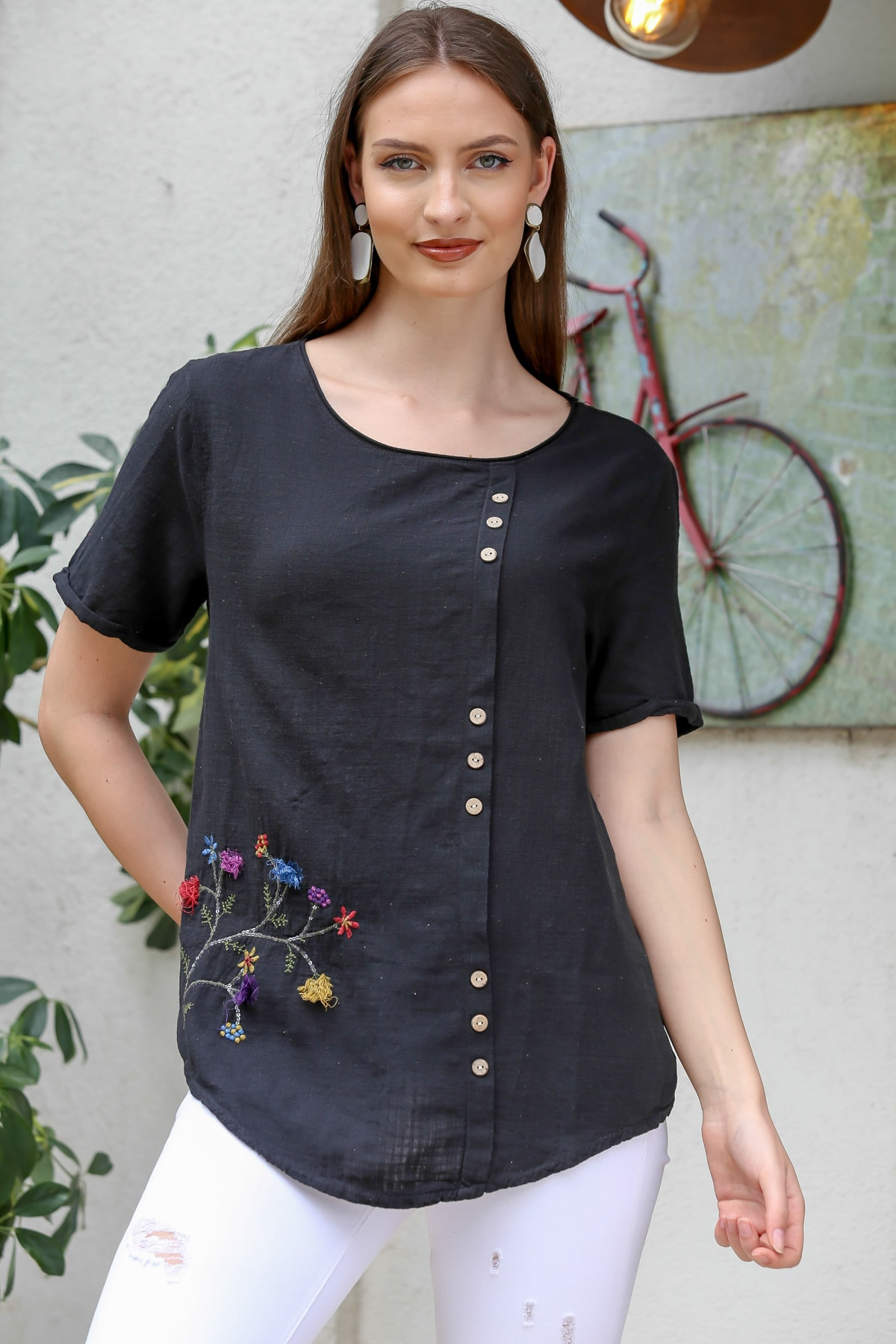Chiccy Kadın Siyah Çiçek Buketi 3D Nakışlı Düğme Detaylı Salaş Dokuma Bluz M10010200BL95280