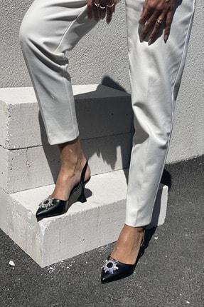 İnan Ayakkabı Kadın Siyah Sivri Burun Arka Bant Taş Detaylı Topuklu Ayakkabı