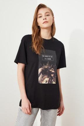 TRENDYOLMİLLA Siyah Baskılı Boyfriend Örme T-Shirt TWOSS20TS0818