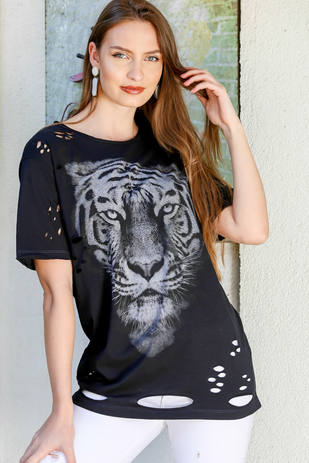 Chiccy Kadın Siyah Sıfır Yaka Kaplan Baskılı Stut Detaylı Lazer Kesikli Yıkamalı T-Shirt  M10010300TS98220