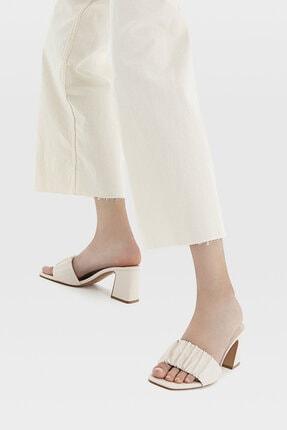 Stradivarius Kadın Ekru Büzgülü Bantlı Topuklu Sandalet