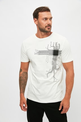 TRENDYOL MAN Ekru Erkek Kısa Kollu Slim Fit Baskılı T-Shirt TMNSS21TS1032