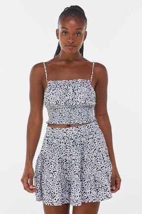 Bershka Kadın Siyah Beyaz Çiçek Desenli  Sırt Dekolteli Askılı Bluz