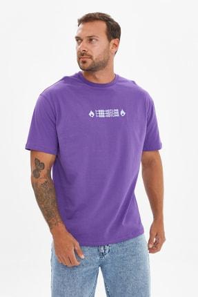 TRENDYOL MAN Mor Erkek Geniş Kesim Bisiklet Yaka Kısa Kollu Baskılı T-Shirt TMNSS21TS3517