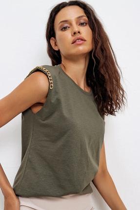 Trend Alaçatı Stili Kadın Haki Omuzları Aksesuarlı Kolsuz Bluz ALC-X6474