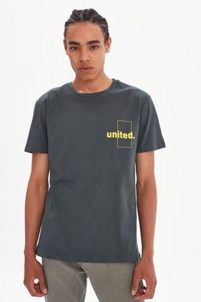 TRENDYOL MAN Haki Erkek Regular Fit Kısa Kollu T-Shirt TMNSS21TS3741