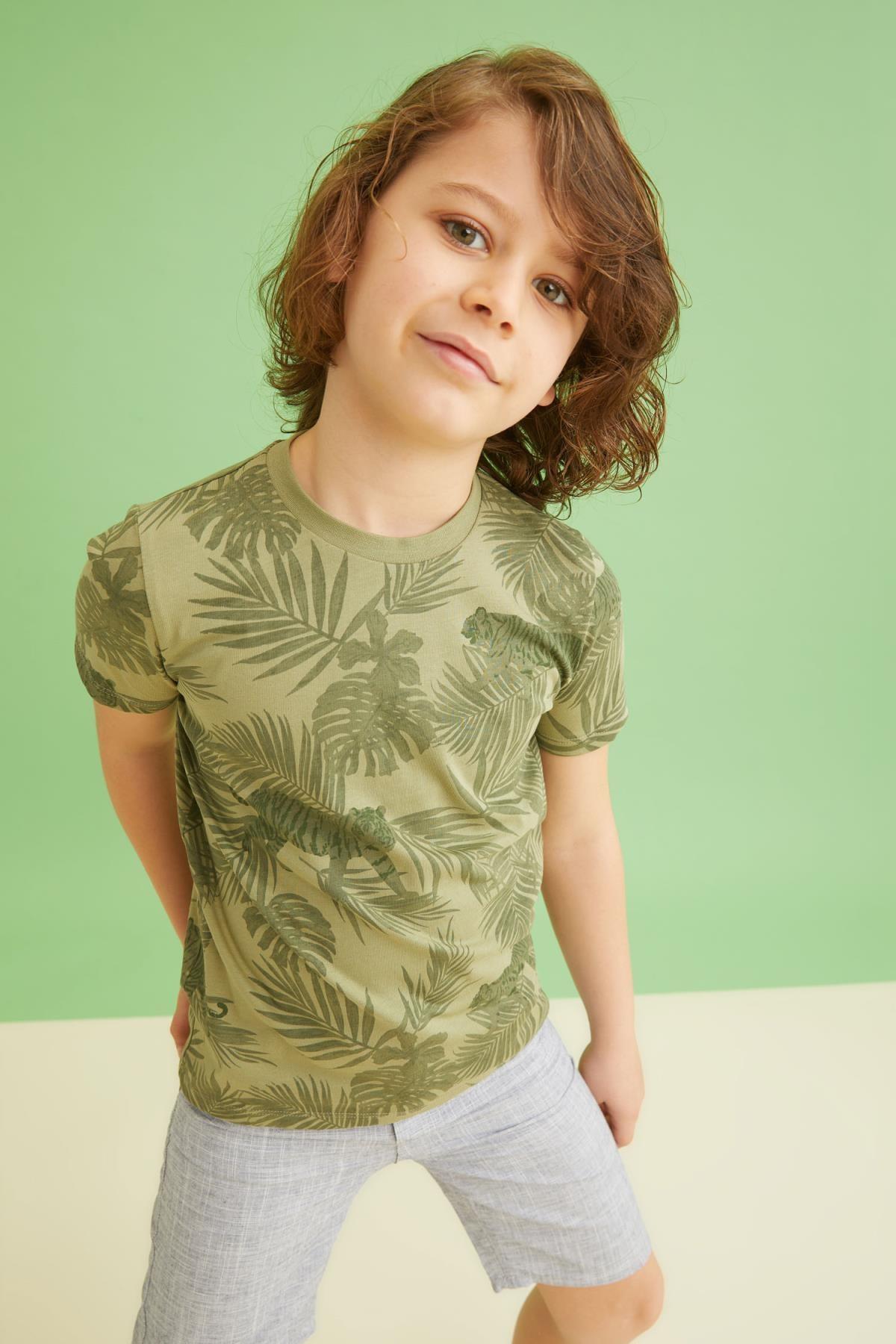 DeFacto Erkek Çocuk Palmiye Desenli Kısa Kollu Tişört U3572A621SM
