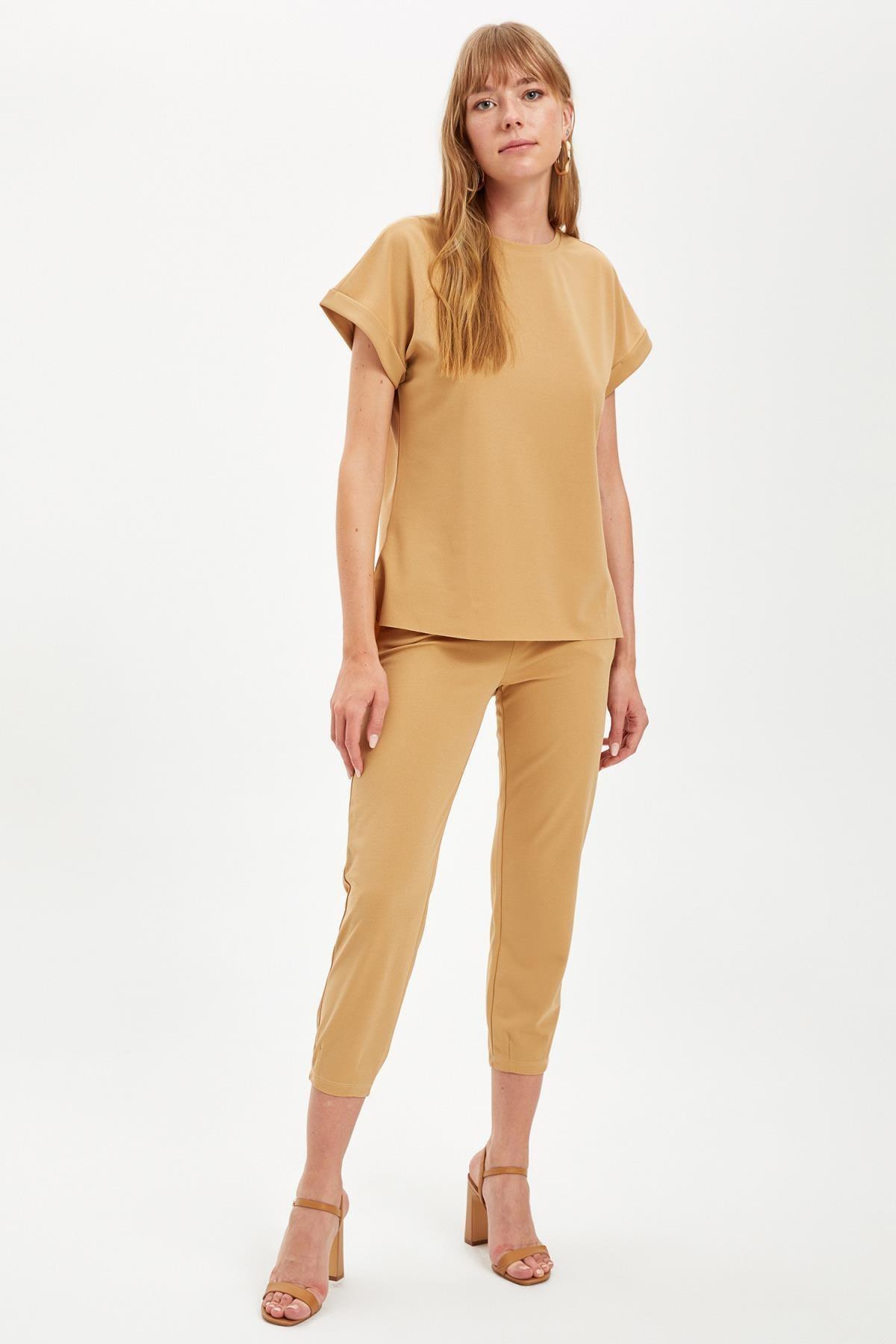 DeFacto Kadın Beıge Kapri Crop Tişört Takım S8247AZ20HS