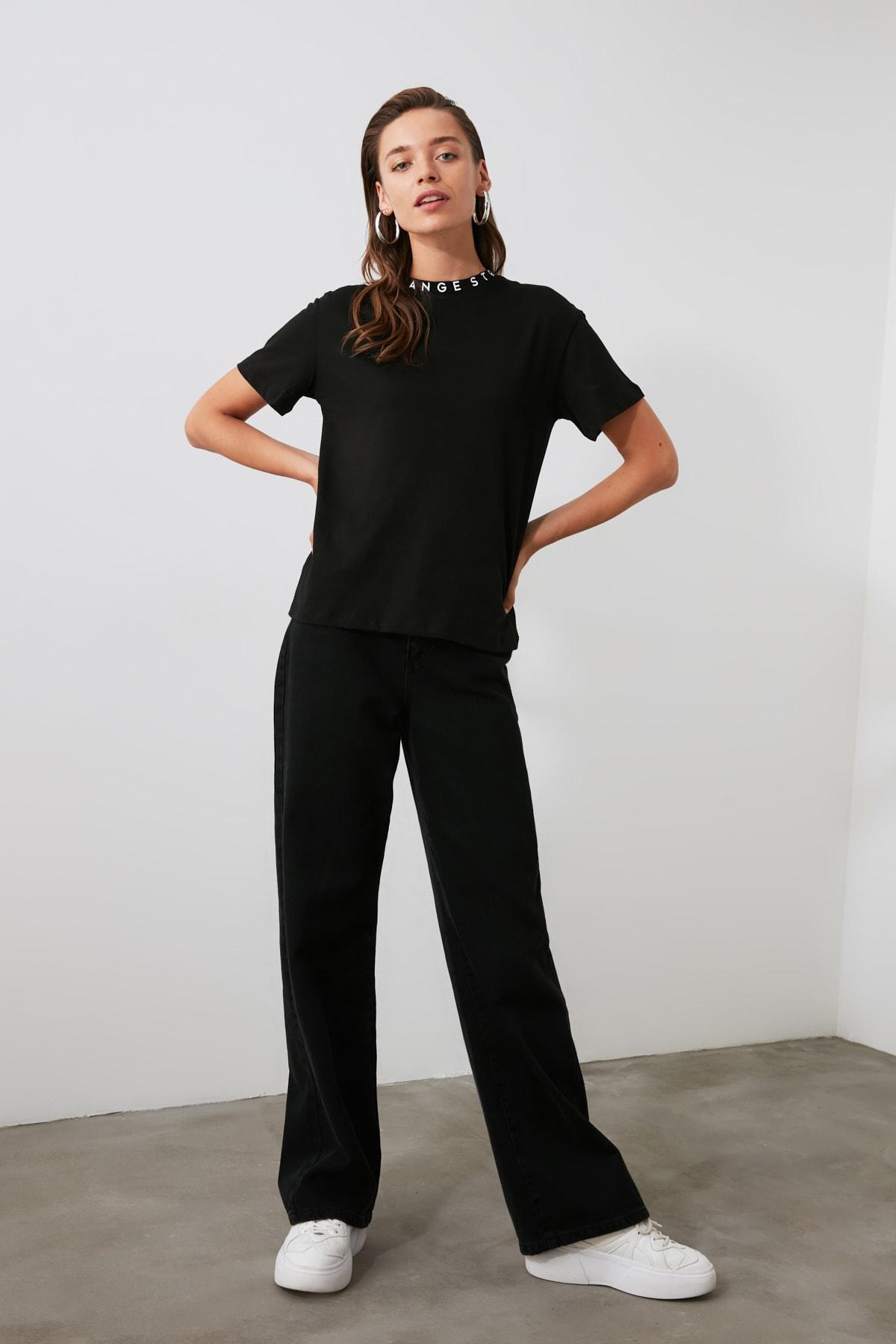 TRENDYOLMİLLA Siyah Yakası Baskılı Basic Örme T-shirt TWOAW20TS0099 2