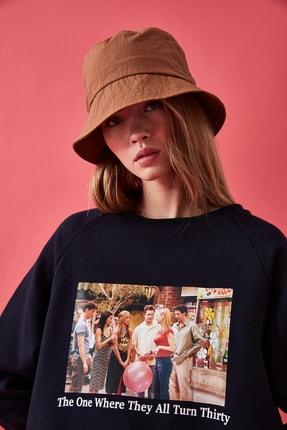 TRENDYOLMİLLA Lacivert Friends Lisanslı Baskılı Basic Örme Sweatshirt TWOAW21SW0195