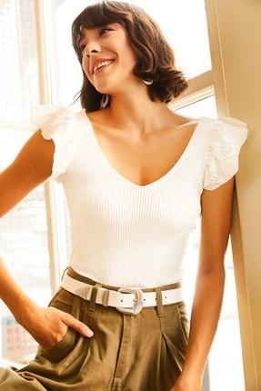 Olalook Kadın Beyaz Ön Arka V Omuzu Fırfırlı Triko Bluz BLZ-19001097