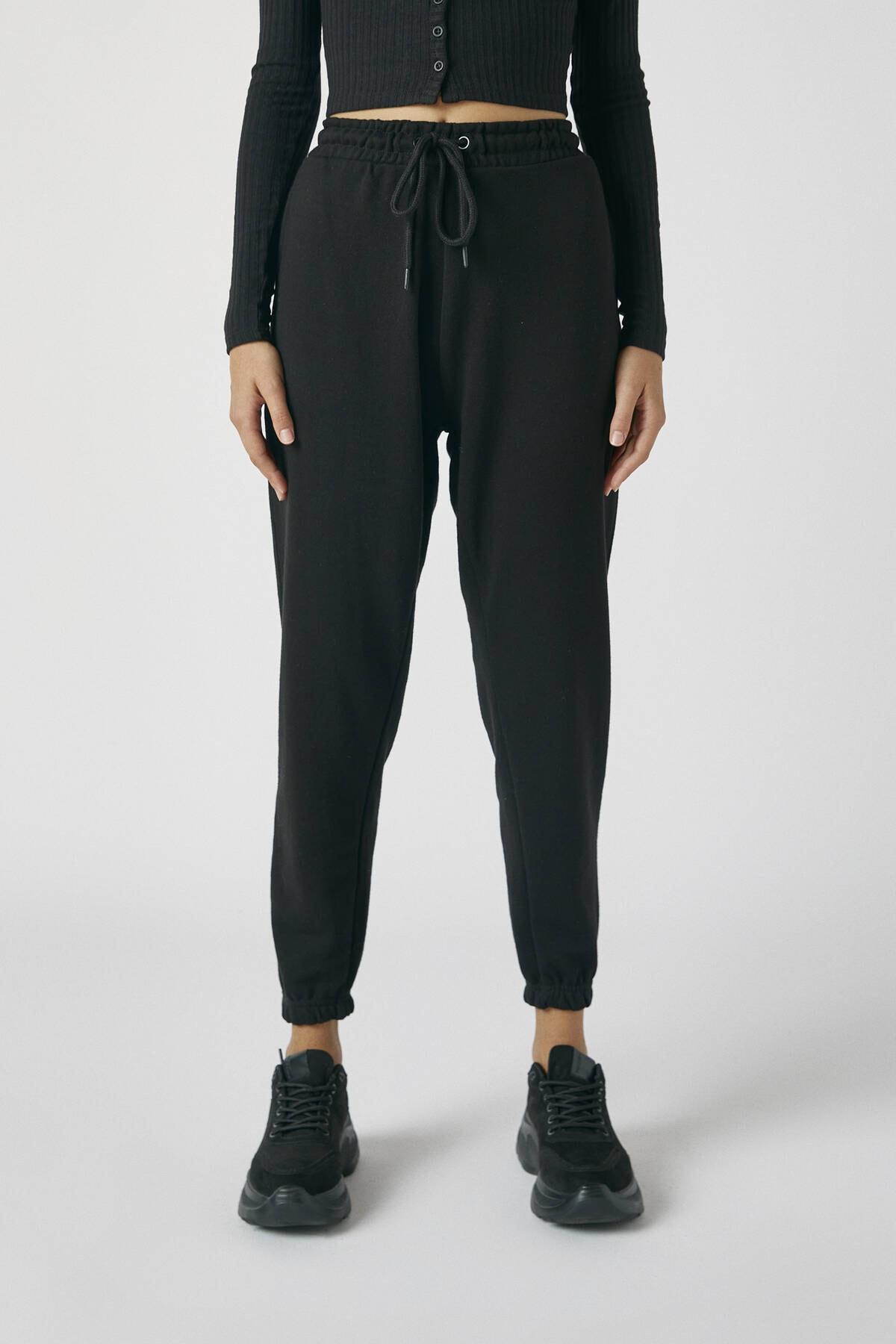 Pull & Bear Kadın Siyah Elastik Paçalı Basic Jogging Fit Pantolon 05670324 2