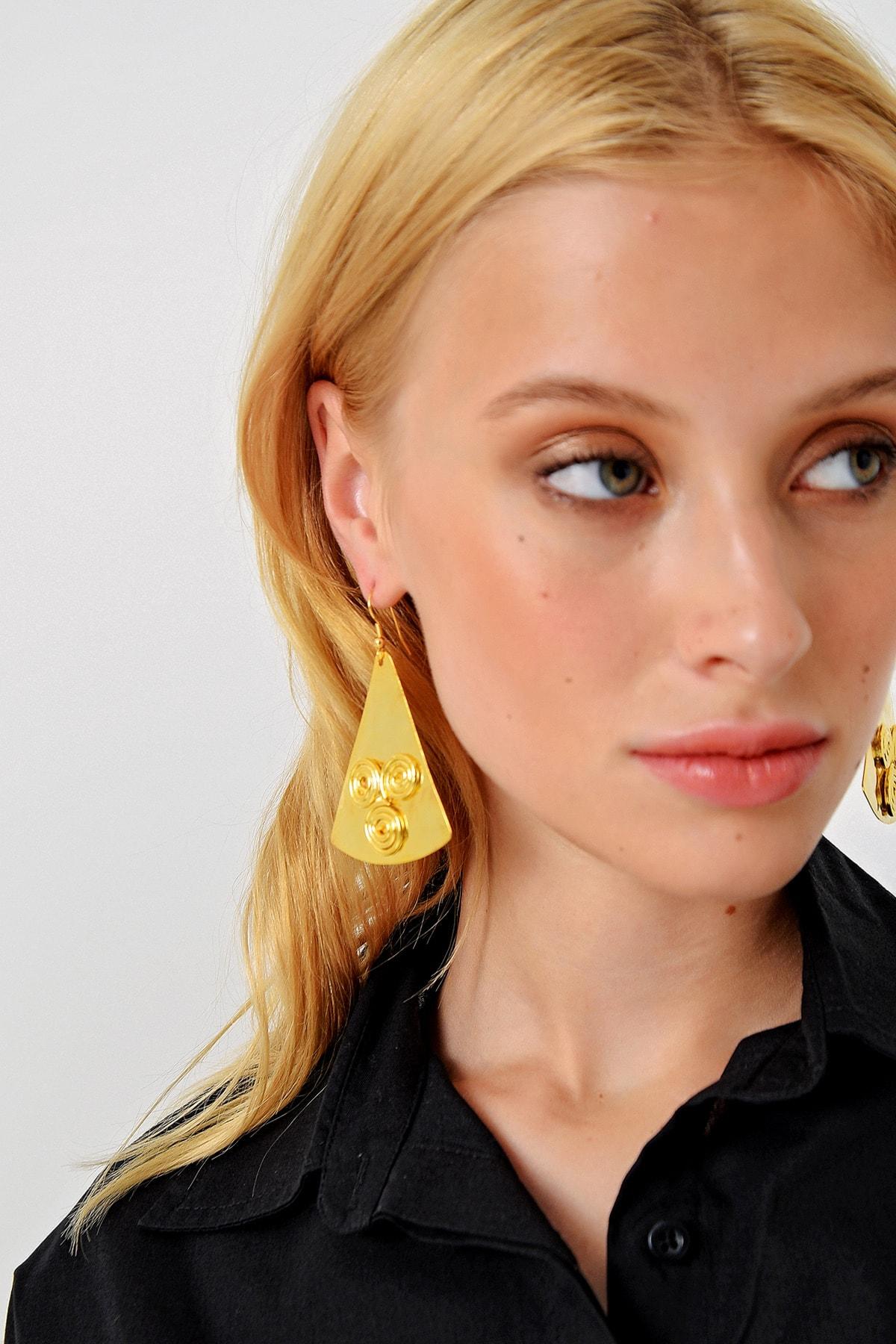 Trend Alaçatı Stili Kadın Gold Gold İşlemeli Üçgen Kolye ALC-A1982 1