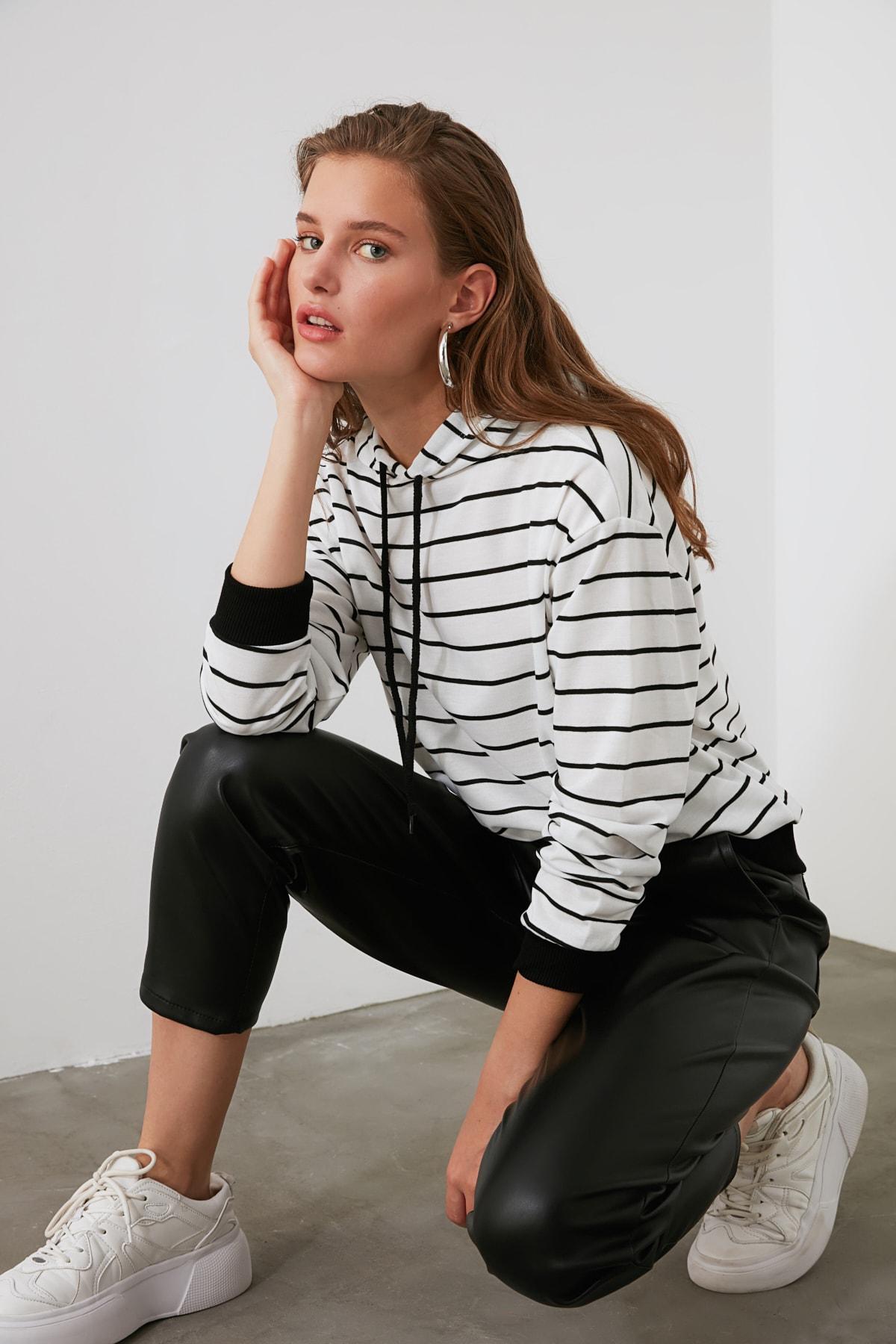 TRENDYOLMİLLA Beyaz Çizgili Basic Örme Sweatshirt TWOAW21SW0789 1