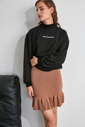 TRENDYOLMİLLA Siyah Baskılı Dik Yaka Örme Sweatshirt TWOAW21SW0785