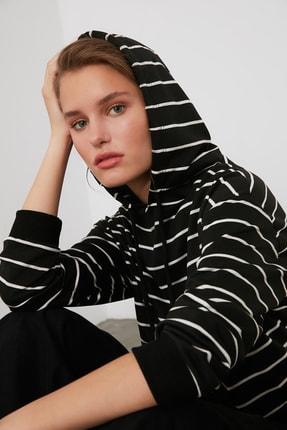 TRENDYOLMİLLA Siyah Çizgili Basic Örme Sweatshirt TWOAW21SW0789