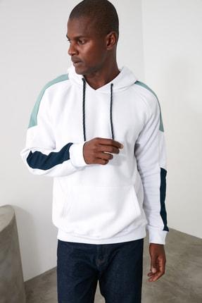 TRENDYOL MAN Beyaz Erkek Panelli Kapüşonlu Regular Sweatshirt TMNAW21SW0262