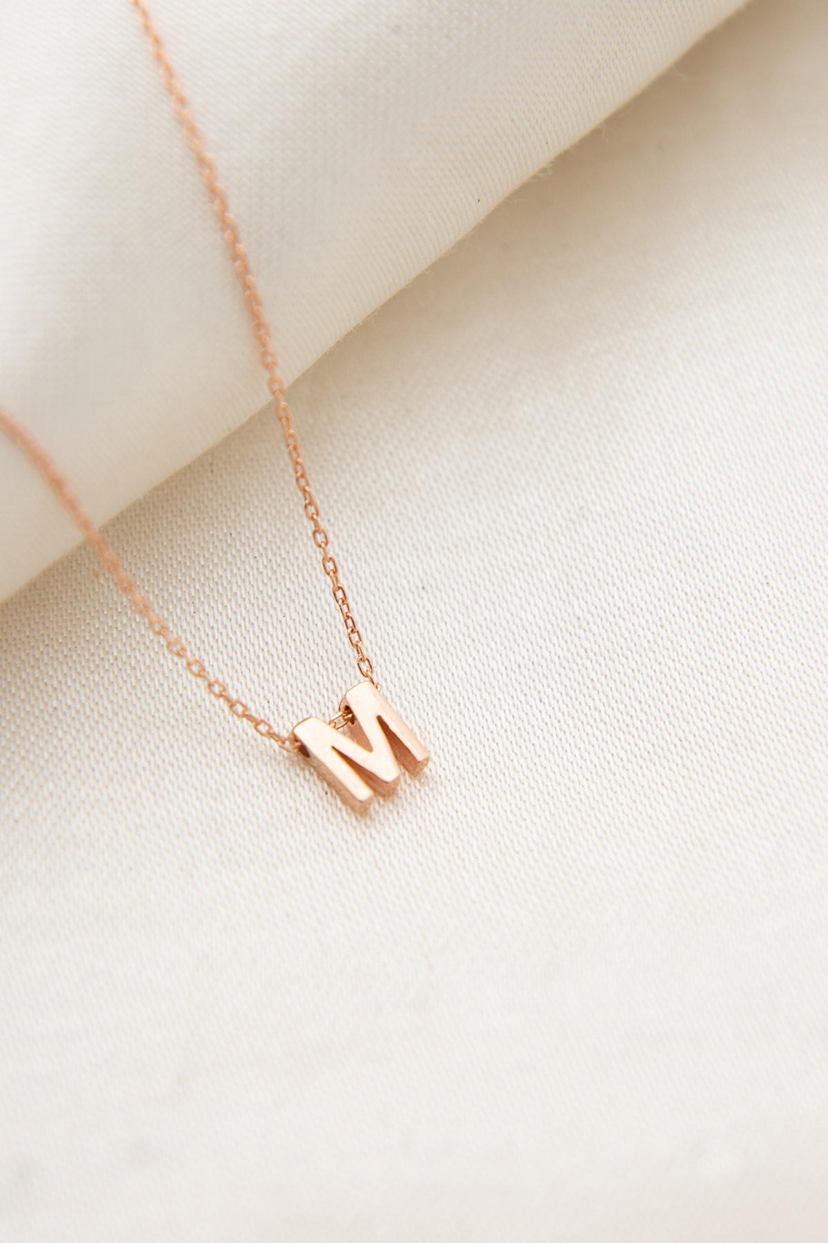 Elika Silver Kadın Üç Boyutlu M Harfi 925 Ayar Gümüş Kolye 1