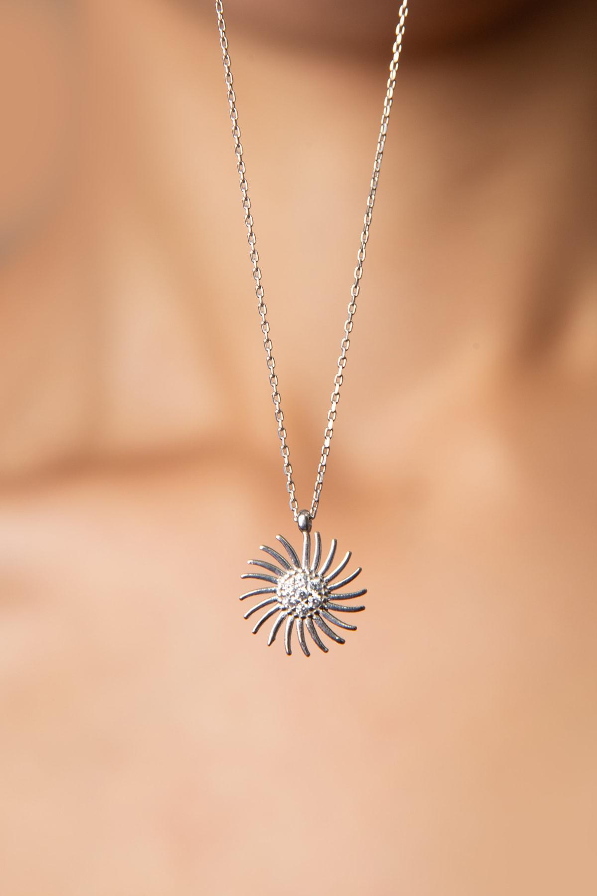 Elika Silver Kadın Güneş Model 925 Ayar Gümüş Kolye 1