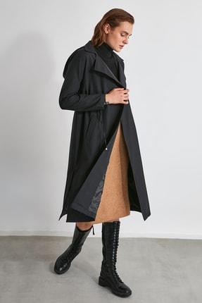 TRENDYOLMİLLA Siyah Belden Büzgülü Kapüşonlu Trençkot TWOAW20TR0009