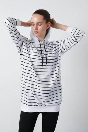 Lela Kadın Beyaz Çizgili Kapüşonlu Uzun Örme Sweatshirt