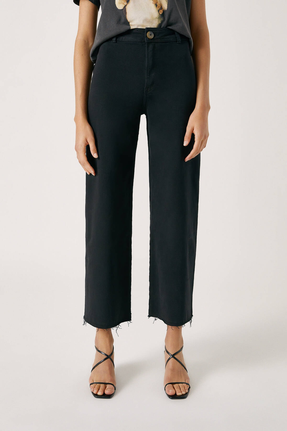 Pull & Bear Kadın Siyah Yanları Dikişsiz Crop Fit Pantolon 09678302 2