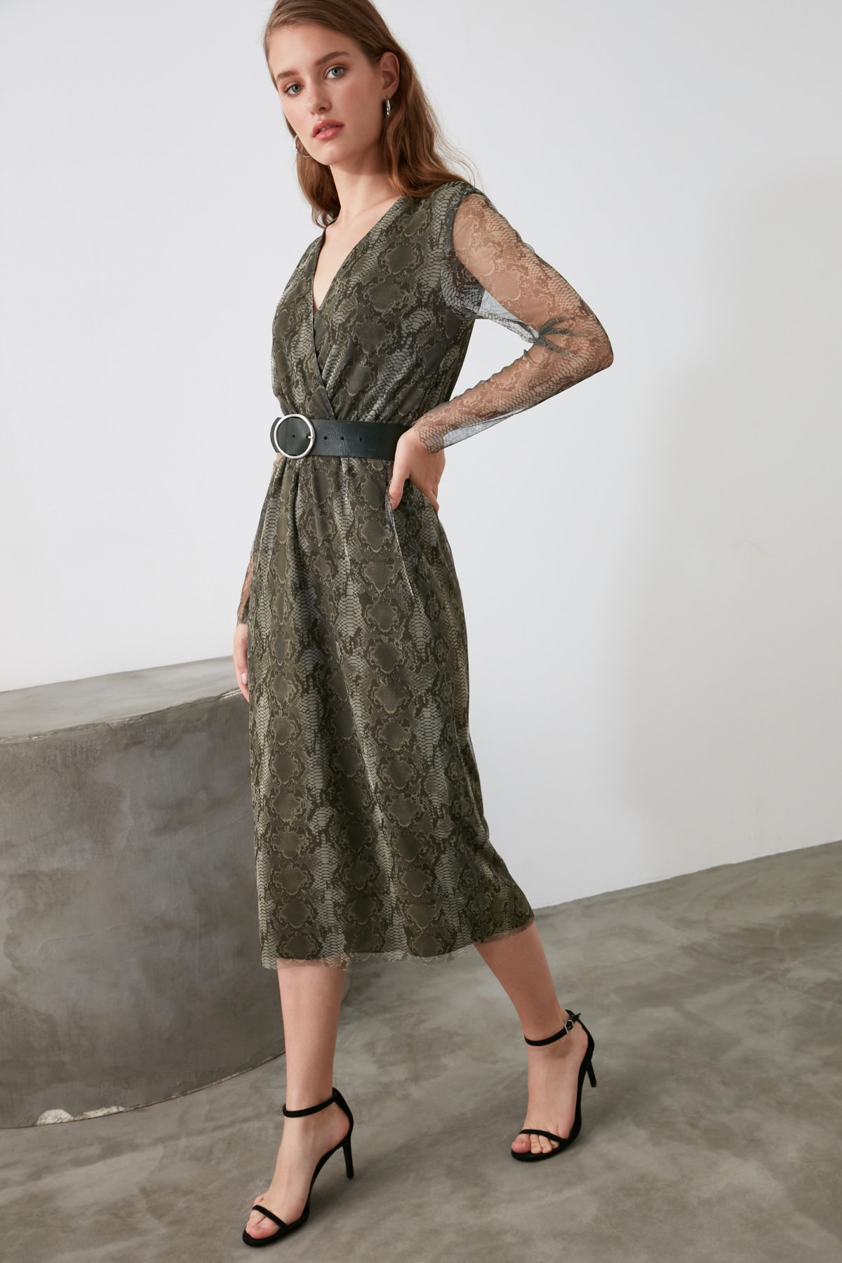 TRENDYOLMİLLA Yeşil V Yaka Tül Örme Elbise TWOAW21EL0667 1