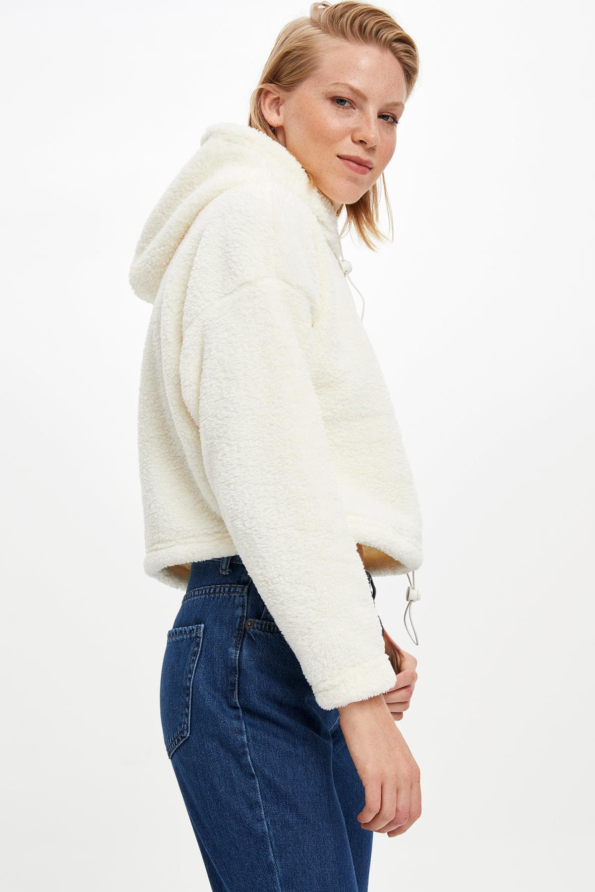 DeFacto Kadın Beyaz Kapüşonlu Regular Fit Peluş Sweatshirt M2103AZ.19WN.WT28
