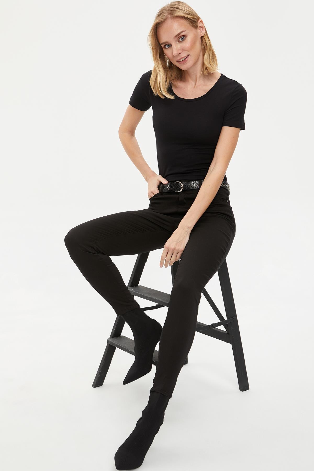 DeFacto Kadın Siyah Basic T-Shirt J9840AZ.20SP.BK27