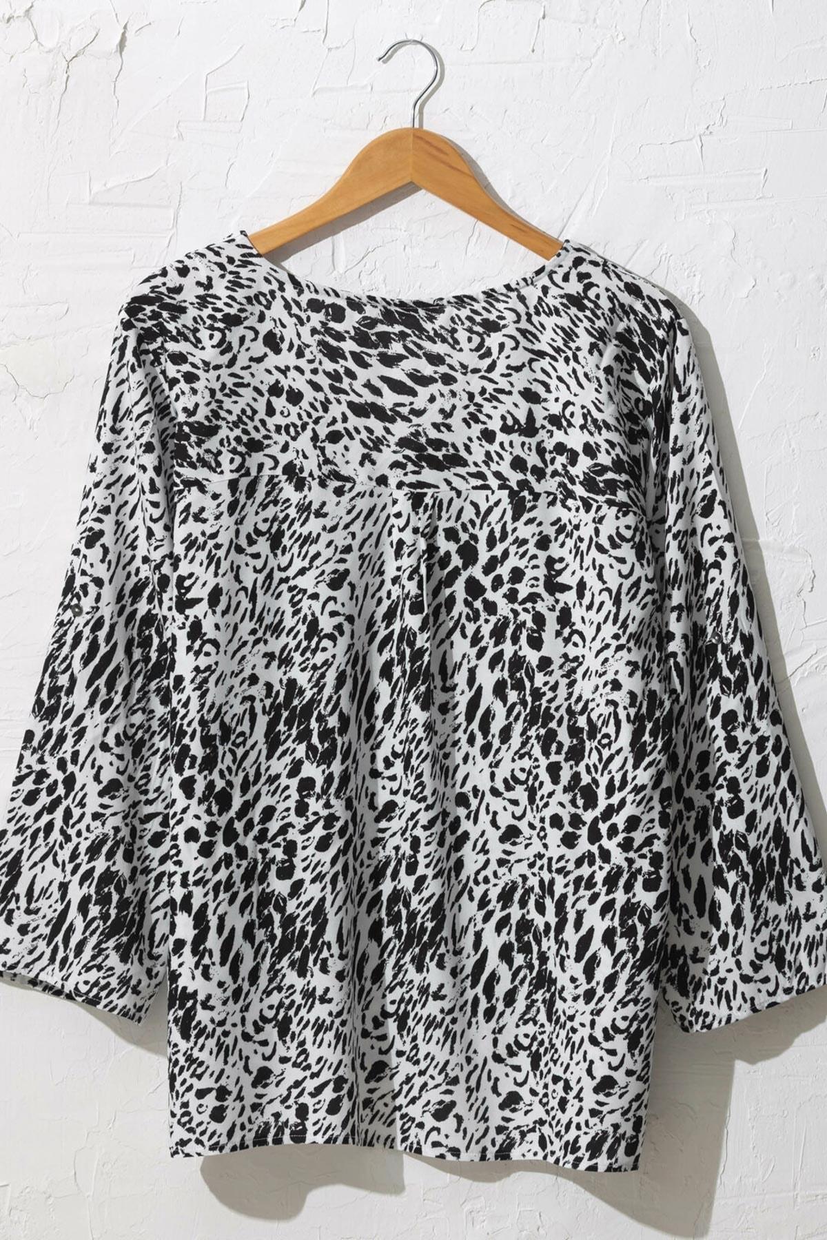 LC Waikiki Kadın Siyah Baskılı Bluz 0WDK76Z8 2